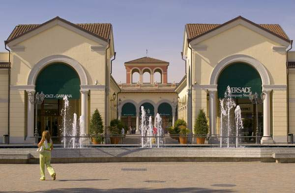 Serravalle outlet save more with your milanocard for Serravalle designer outlet milan
